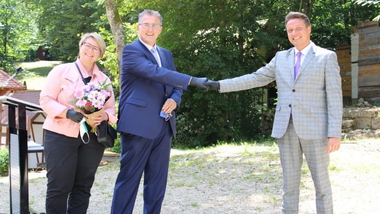 Manuel Hailfinger gratuliert Michael Donth MdB und seiner Frau Claudia Donth