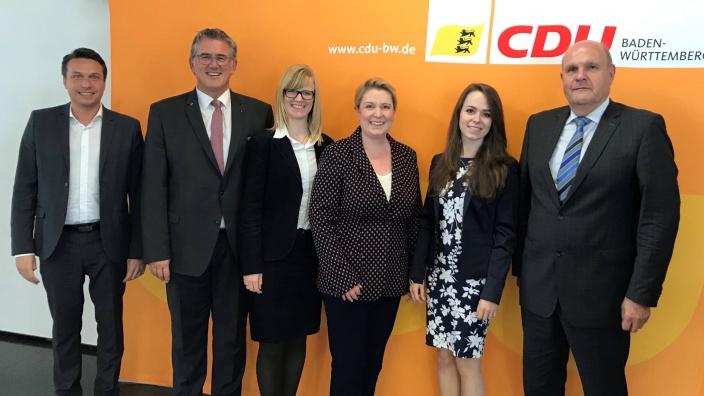 v.l. Manuel Hailfinger, Michael Donth MdB, Valérie Neumann, Silke Kurz, Sylvia Gaiser und Karl-Wilhelm Röhm MdL